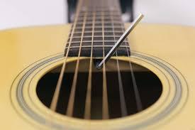 regulacja gitary akustycznej - wysokości strun